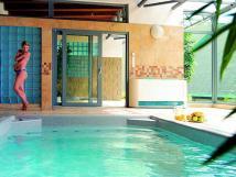 whirlpool-v-prostorch-hotelu-bzky